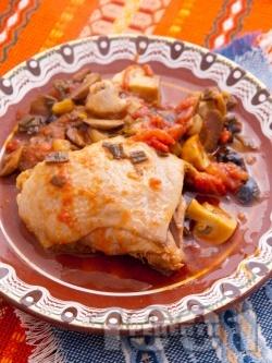 Пиле в йенски съд с маслини и домати - снимка на рецептата